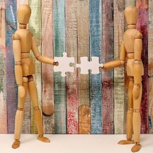 Gliederpuppen Körpersprache Beziehung